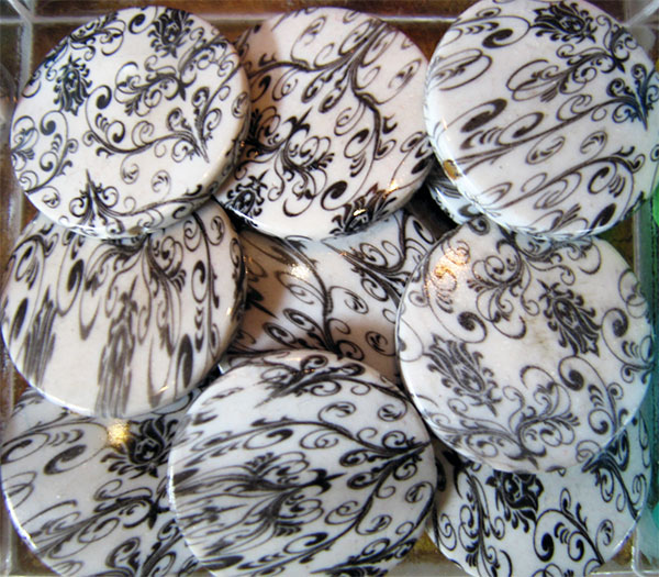 black-and-white-round-disc-beads